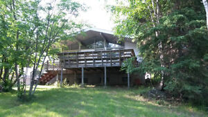 3 bedroom. 4 season Lake front home on Rabbit Lake