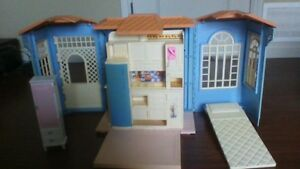 GREAT CONDITION DOLL HOUSE