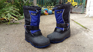 Boys size 5 winter boots Thinsulate