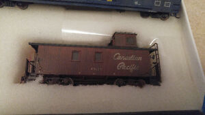 HO Scale True Line Trains CP Wood Sided Caboose Weathered USED