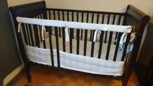 Crib, mattress, breathable bumper, 3 sheets, 2 mattress covers
