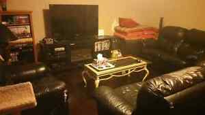 2 roommates wanted  London Ontario image 3