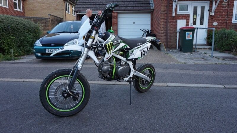 Cw Stomp 125 Road Legal Pitbike In Crawley West Sussex Gumtree