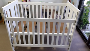 3 in 1 Baby- Toddler cot (white) CHILDCARE Rockdale Rockdale Area Preview
