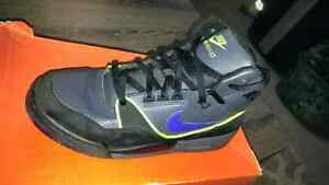 Nike air assults in box Windsor Region Ontario image 2