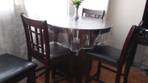 Dinning table + 4 chairs
