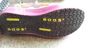 $20 Bogs boots Size 10  Girls London Ontario image 2