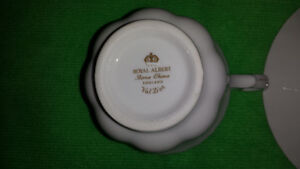 """Royal Albert """"Val D'or"""" Cup & Saucer Cambridge Kitchener Area image 9"""