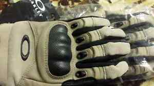Brand new Oakley gloves Regina Regina Area image 2