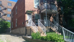 Spacious duplex in NDG, near Monkland village and metro station
