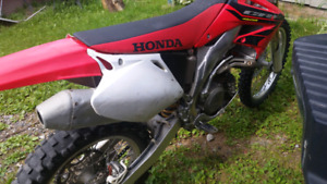 2004 CRF 450R runs awesome needs tires!