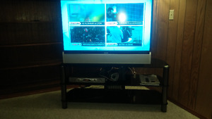 """Toshiba 44"""" HD DLP *** Includes Stand"""