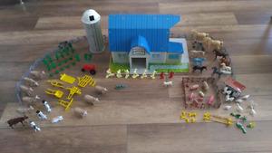 RARE! Tin Litho Marx Pedigree Farms Play Set