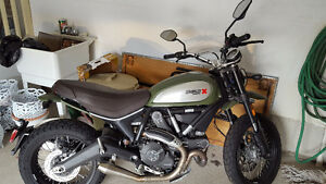 2015 Ducati Scrambler Urban Enduro - LOW MILEAGE!!!