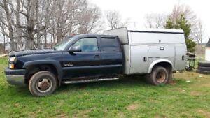 "Handy Man""s Dream!! 2005 Chevrolet Silverado 3500 Pickup Truck"