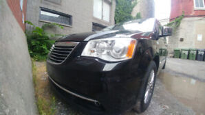 CHRYSLER TOWN AND COUNTRY LIMITED 3.6 L in very good condition !