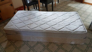 Single  box spring & mattress / can deliver