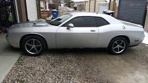 2010 Dodge Challenger Coupe (2 door)