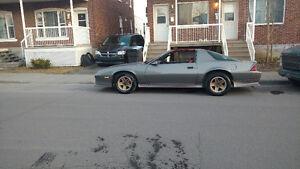 Chevrolet camaro 1985 t top v8 prend échange