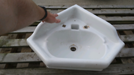 Corner basin