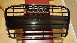 2015 Audi A5 OEM Front Grill in Piano Black West Island Greater Montréal image 1