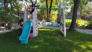 Outdoor playstructure