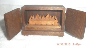 Miniature Hand Carved Wooden The Last Supper in Wooden Box
