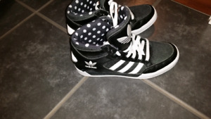 Adidas shoes new barley worn black and white $40 firm