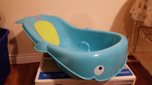 Whale bathtub - built in seat