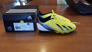 NEW Boys Size 1 Adidas Soccer Cleats