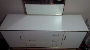 DRESSER TABLE WITH MORROR
