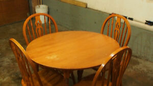 Wooden retractable Dining table set for $175 OBO