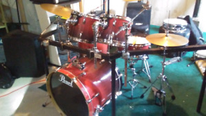 Pearl vision drum kit w/ rack, cymbals and new aquarian heads.