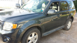 2009 Ford Escape Limited AWD. FULLY LOADED!