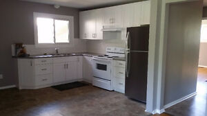 3 bed Main Flr, Recent Renos, Looks Amazing! North end  of Ptbo