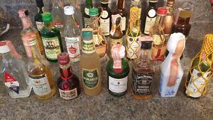 27x Mini bouteilles d'alcool - mignonettes (année 60-70)