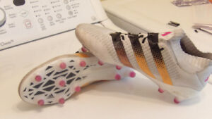 Soccer cleats womens adidias size 9