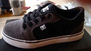 DC skate shoes - Youth size 12 brand new