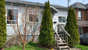 Cozy Semi-detached with Modern Touches For Rent!