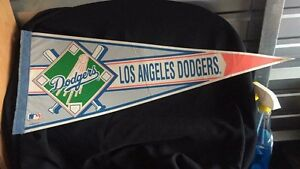 "30""L Los Angeles Dodgers pennant"