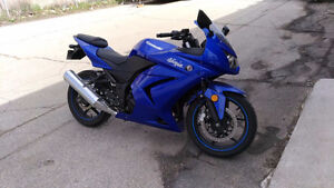 motorcycle - Kawaski Ninja 2009 for sale
