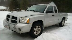 2006 Dodge Dakota 4x4 3.7L - Needs Some Work