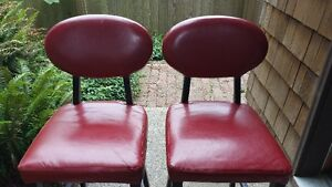 2 FAUX LEATHER BAR STOOLS