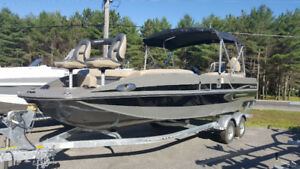Princecraft Ventura 224 Deck Boat New non-current.
