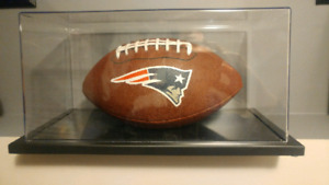 NEW ENGLAND PATRIOTS FIOTBALL IN GLASS CASE