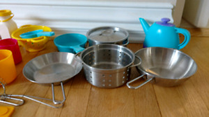 Play dishes, play pots and play food