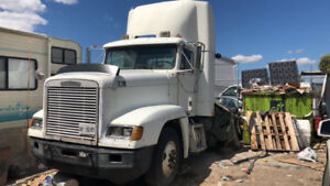 Day Cab Freightliner Fld well running truck 647-268-8028