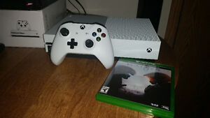 Xbox One S 500 GB with Halo 5