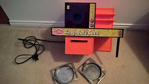 EASY BAKE OVEN - VINTAGE 1970's WITH ORIGINAL BOX
