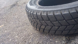 Pneu usagé 185/65R14 en tres bon condition